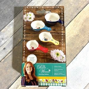 The Pioneer Woman Kitchen - The Pioneer Woman Measuring Spoons Cups Scoop NEW